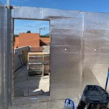 Aislante térmico reflexivo para suelo y paredes. De la gama de aislamiento reflexivo de TECNOL. Con resistencia de 1,79
